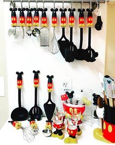Mickey Mouse decoración Mickey Mouse Home Goods Disney disney kitchen decor - Kitchen Decoration Minnie Mouse Party, Mickey Mouse House, Mickey Mouse Kitchen, Mickey Y Minnie, Disney Mickey Mouse, Disney Kitchen Decor, Disney Home Decor, Kitchen Themes, Kitchen Hacks