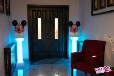 Coloane cu baloane Mickey iluminate pentru intrare. #coloaneiluminate #coloaneMickey #decorbotez