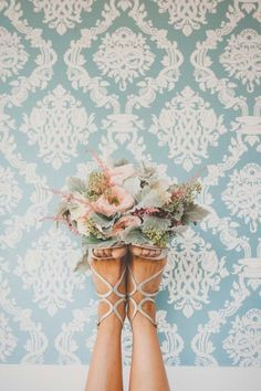 LOVE this bouquet shot!  So creative! Photography by Photo Philosophies