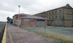 Patrimonio Industrial Arquitectónico: Recuperar el Poblado Ferroviario de Monfragüe. Mal...
