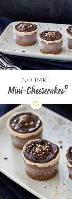 Heute bleibt der Ofen kalt, aber süße Törtchen gibt es trotzdem. Direkt aus dem Eisfach mit Schoko, Erdnussbutter und Keksboden.