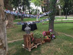 ¿Qué os parece esta idea #DIY para #decorar tu #boda? Un rincón perfecto para poner las fotos de tus momentos más especiales. #bodaslabastilla