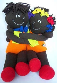 Dicas de Artesanato Infantil Divertido para Fazer em Casa Doll Clothes Patterns, Doll Patterns, African American Dolls, Sewing Dolls, Fabric Dolls, Rag Dolls, Doll Hair, Soft Dolls, Doll Toys