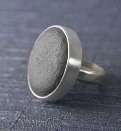 Elementare Ring Strand Stein Stein Kiesel Ring von MarkWhiteDesigns