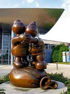 Tom Otterness' sculpture Free Money stands at the entrance to the Chattanooga, Tennessee Art Museum.     Tips on how to:( mak money online (A website that will make you real money) Learn more on this webste
