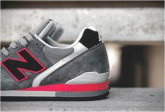 New slick colorway released by New Balance for the retro silhouette. The black, grey and red combination works beautifully on this suede and mesh canvas. New Balance 996, New Balance Shoes, Cross Shoes, Sneaker Boutique, Black And Grey, Red Black, New Shoes, Navy Blue, Footwear