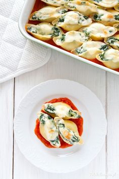 Spinach and Feta Stuffed Shells in Tomato Sauce with Grilled Mozzarella. Zucchini Casserole, Casserole Recipes, Best Zucchini Recipes, Healthy Recipes, Old Italian Recipes, Oven Dishes, Spinach And Feta, Healthy Side Dishes, Food Porn