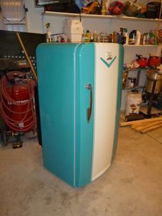 "Jim contacted me looking for a buyer for his restored 1952 Coldspot Refrigerator. Love the ""Hawaiian Aqua"" paint job. Perfect for a retro kitchen! ""Recently restored vintage 1952 … Vintage Fridge, Vintage Refrigerator, Retro Fridge, Vintage Kitchen Appliances, Painted Appliances, Painted Fridge, Aqua Paint, Vintage Caravans, Vintage Interiors"
