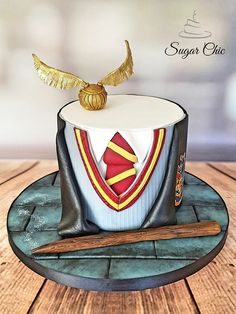 x Harry Potter Uniform Cake for Macmillan x This Signature Chocolate Cake is filled with Salted Caramel buttercream, and covered with a… Harry Potter Uniform, Gateau Harry Potter, Harry Potter Fiesta, Harry Potter Thema, Cumpleaños Harry Potter, Harry Potter Birthday Cake, Alcohol Cake, Anniversaire Harry Potter, Bolo Cake