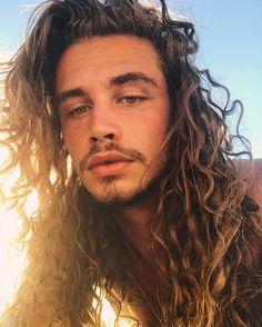 Giaro Giarratana / long curly hair for men / inspiration / long curly hair / natural hair / long hair for men / rizos / cabelo cacheado masculino / cabelo masculino longo
