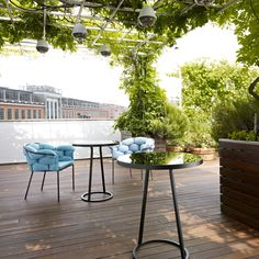 CIRCLES, Occasional Tables - - Outdoor pedestal table, made of a black lacquered steel base and an 8 mm-thick enameled glass surface. Modern Furniture Stores, New Furniture, Outdoor Furniture Sets, Furniture Design, Ligne Roset, Circle Table, Pinterest Instagram, Vintage Mirrors, Outdoor Tables