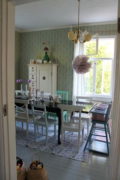 Niinan unelmia: Tiistaiterkut! Dining Room, Dining Table, Cabin Fever, Barns, Cottages, Modern Farmhouse, Home Furniture, Sweet Home, Traditional