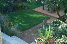 A large family garden design with lawn, seating and planting areas, Ealing, West London Pula, Child Friendly Garden, Cottage Garden Design, Family Garden, West London, Back Gardens, Top View, Lawn, Sidewalk