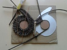 Photo Paper Owls, Paper Animals, Paper Art, Newspaper Basket, Newspaper Crafts, Paper Weaving, Weaving Art, Recycled Paper Crafts, Handmade Crafts