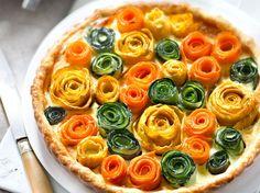 Avec les lectrices reporter de Femme Actuelle, découvrez les recettes de cuisine des internautes : Tarte multicolore aux fleurs de légumes