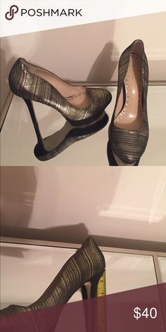 Enzo Size 8 Black and Gold Metallic Shoes Beautiful Size 8 Enzo Black and Gold Shoes. Worn Once. Excellent Condition. Enzo Angiolini Shoes Heels