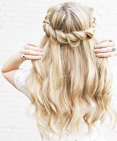 Gorgeous halo rope braid by the lovely @kassinka Kassandra is wearing her #bleachblondeluxyhair to complete this super pretty look! Check out youtube.com/kassinkadesigner to learn how to create this beautiful hairstyle!