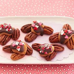 Mini Love Turtles - Don't fuss over being neat; part of the appeal is that each one is unique. My Funny Valentine, Valentines Day Treats, Valentine Stuff, Candy Recipes, Holiday Recipes, Dessert Recipes, Desserts, Holiday Foods, Holiday Treats