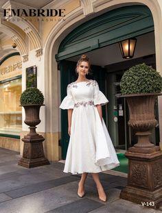 Hijab Wedding Dresses, White Wedding Dresses, Prom Dresses, Dress Prom, Bridal Nightgown, Bridal Gowns, White Midi Dress, Lace Dress, Long Sleeve Evening Dresses