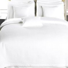 2 Piece White Twin XL Coverlet Set for students living in dorm rooms or apartments at college or boarding school, on campus or off. Twin Xl Bedding, King Comforter Sets, Linen Bedding, Bed Linens, Hotel Style Bedding, Luxury Bedding Sets, White Coverlet, Holly Willoughby Bedding, Black Bed Linen