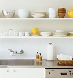 what a great idea to keep the dishes on display... I wish I could keep myself organized enough!