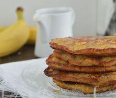 Pancakes met banaan & havermout | Lekker! Met veel frambozen en bramen | goede tip van elders: wacht tot er luchtbellen aan de bovenkant zichtbaar zijn en dan pas omdraaien. | Vuur mag laag. |