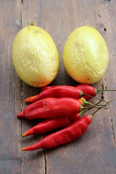 Ecuadorian red aji peppers and passion fruits Passion Fruit Juice, Salsa Picante, Kinds Of Fruits, Tasty Bites, Latin Food, Appetizer Dips, Stuffed Hot Peppers, Empanadas, Hot Sauce
