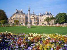 IN the foreground is The Luxembourg Palace in the arrondissement of Paris. It is just north of the Luxembourg Garden, and is the seat of the French Senate. Palais Du Luxembourg, Luxembourg Gardens, Paris Travel, France Travel, Beautiful Park, Beautiful Places, Amazing Places, Paris France, Rio Sena