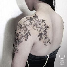 Shoulder Tattoo For Woman – floral tattoo sleeve Back Of Shoulder Tattoo, Shoulder Tattoos For Women, Flower Tattoo Shoulder, Back Tattoo Women, Arm Tattoos For Women, Tattoo Designs For Women, Tattoos For Guys, Rose Tattoos, Body Art Tattoos