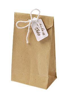 Petit sac cadeau en kraft avec étiquette. Emballez avec élégance vos cadeaux invités grâce à ces jolis sachets en kraft http://www.mariage.fr/lot-de-6-petits-sachets-cadeaux-kraft-brun-vintage.html