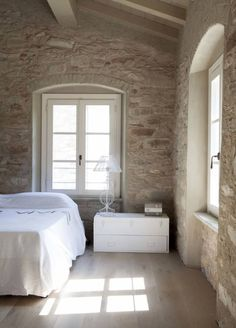 Rustic style bedroom by Architetto Silvia Giacobazzi Style At Home, Bedroom Wall, Bedroom Decor, Bedroom Ideas, Interior Design Trends, Rustic Bathroom Designs, Stone Houses, Cozy House, Home Fashion