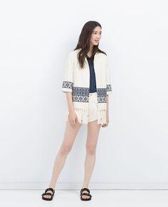 Pin for Later: Zara a Vraiment Tout Compris Cette Saison!  Kimono brodé (60€)