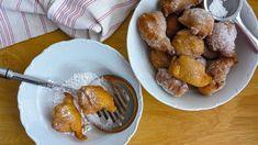 """Smažené sladkosti patří kmasopustu – koblížky, vdolky, boží milosti – můžete si vybírat. Já jsem letos zvolila tradiční valašský recept na smažené myši, někdo jim říká imyší ocásky. Mají roztodivné tvary ačasto znich opravdu čouhá kousek těsta, který ocásek připomíná. Pracovně jsem je nazvala """"líné koblihy"""", protože nevyžadují příliš péče anemusí kynout. Ajsou výborné! Pretzel Bites, Doughnut, Food And Drink, Sweets, Bread, Baking, Recipes, Fine Dining, Gummi Candy"""