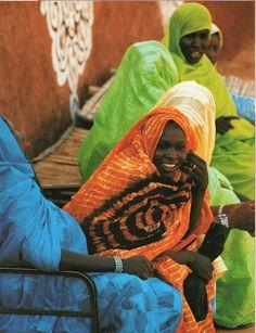 """From the post: """"endilletante: 'Maisons du Sahara, habiter le désert' de Jean-Loïc Le Quellec, photographies de Cécile Tréal et Jean-Michel Ruiz, Editions Hazan, 2006."""""""