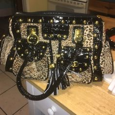Cute hand bag Had hand straps and comes with long side strap. New and never used. Bags