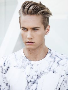 {{Neels Visser}} Hey, I'm Kasper. I'm 19, gay, and single. Sorry, ladies. I like music and am an enthusiast of punk fashion. I play bass for my band and am always looking for us a new gig. I also have an interest in the paranormal. I can be a narcissistic at times. Cher and Jace are my siblings.