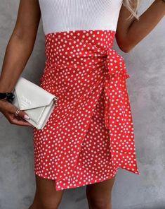 Red skirt, midi skirt, polka dot skirt, polka dot pattern, wrap kirt, wrap detail, bow detail, high waist skirt, high waist Red Skirts, Mini Skirts, Boutique Stores, Online Boutiques, Fashion Online, Size 12, Tie, Ditsy, Model