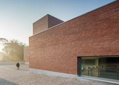 Portuguese architect Álvaro Siza has built a red brick theatre in Llinars del Vallès, a village outside Barcelona.