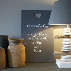 Muurtekst 'Pannenkoeken'  (Via zomerzoen.nl) Diy Projects, Poffertjes, Kitchen Stuff, Silhouette Cameo, Upcycle, Home Decor, Recipies, Films, Posters