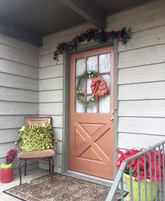 A+husband+and+wife+spend+$16+to+decorate+their+front+porch+for+fall—look+at+how+gorgeous+it+is+now!