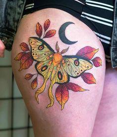 Lunar moth done by Cesar Cabrera at nite owl gallery tattoo, San Diego IG: vi_tenebris : tattoos Pretty Tattoos, Love Tattoos, Beautiful Tattoos, Body Art Tattoos, Tatoos, Weird Tattoos, Men Tattoos, Moth Tattoo Design, Tattoo Designs
