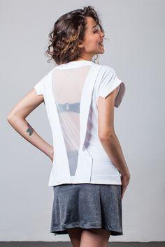 Blusa feita para o verão: com respiro nas costas, o tecido seca rápido e não amassa.  Características: - Proteção UV50+ - Tecido leve - Secagem rápida - Respirabilidade  Composição: 100% POLIAMIDA, TULE