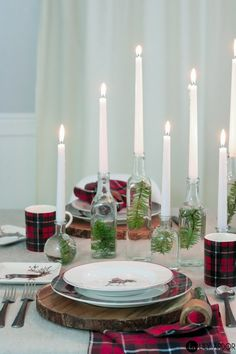 What to make using wine bottles? Here's an easy DIY Centerpiece idea. Wine Bottle Centerpieces, Diy Centerpieces, Xmas Table Decorations, Christmas Table Settings, Christmas Tables, Christmas Wine Bottles, Christmas Time, Holiday, Merry Christmas