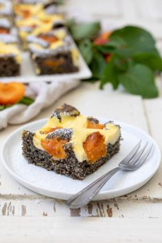 Poppy seed fritters pie with apricot recipe - Delicious poppy seed fritter cake with apricots, a jui Apricot Recipes, Poppy Seed Cake, Sweet Bakery, World Recipes, Fabulous Foods, Fritters, How To Make Cake, A Food, Yummy Food