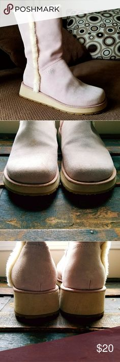 ROXY Chilly Suede Winter Wedge Boots in Pink 9 Faux fur lined winter boots.  Pale pink suede.  Minor surface flaws.  Bottoms show no wear at all.   Size 9  +Offers welcome +400+ item closet to shop  +No Trades Roxy Shoes Winter & Rain Boots
