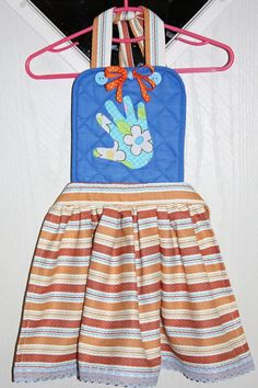 Aprons from a pot holder and dish towel--for the little ones wanting to help Mommy.