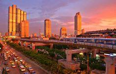 Wird der Tourismus in Thailand ein Opfer der innenpolitischen Krise? Müssen Reiseveransalter um ihre Thailand-Angebote bangen? http://www.travelbusiness.at/news/thailand-krise-tourismuswirtschaft-urlauber-gefahr-sicherheitslage-botschaft-reisewarnung/0014492/