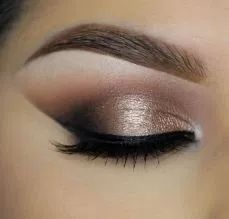 Steal the spotlight with champagne eyeshadow!