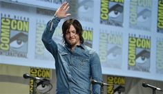 wavng to the fans @ SDCC 2014