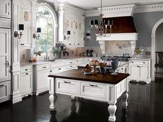 Dark floors, white kitchen=Love